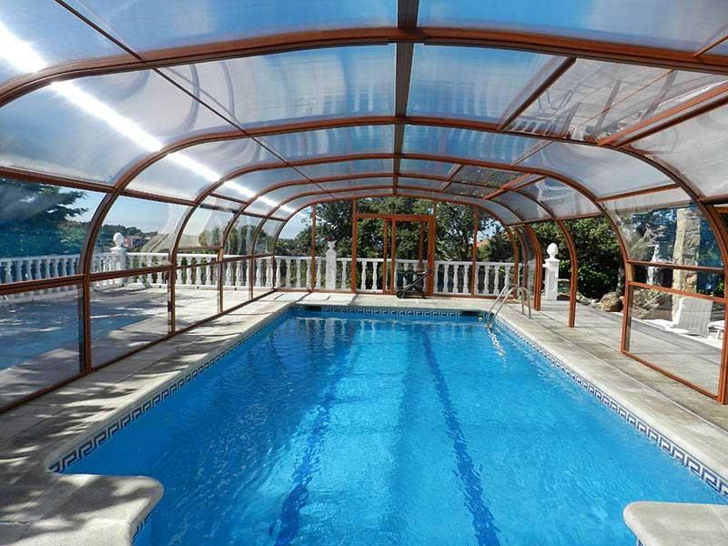 Cubierta elevada policarbonato piscina
